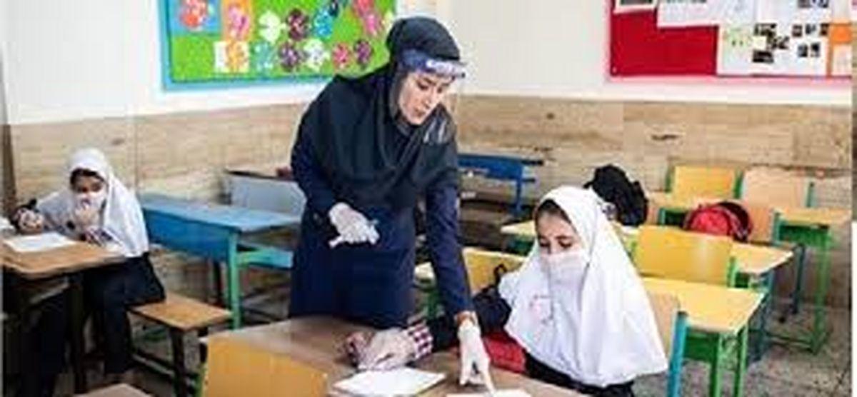 واکسیناسیون معلمان تا پایان شهریور انجام شود