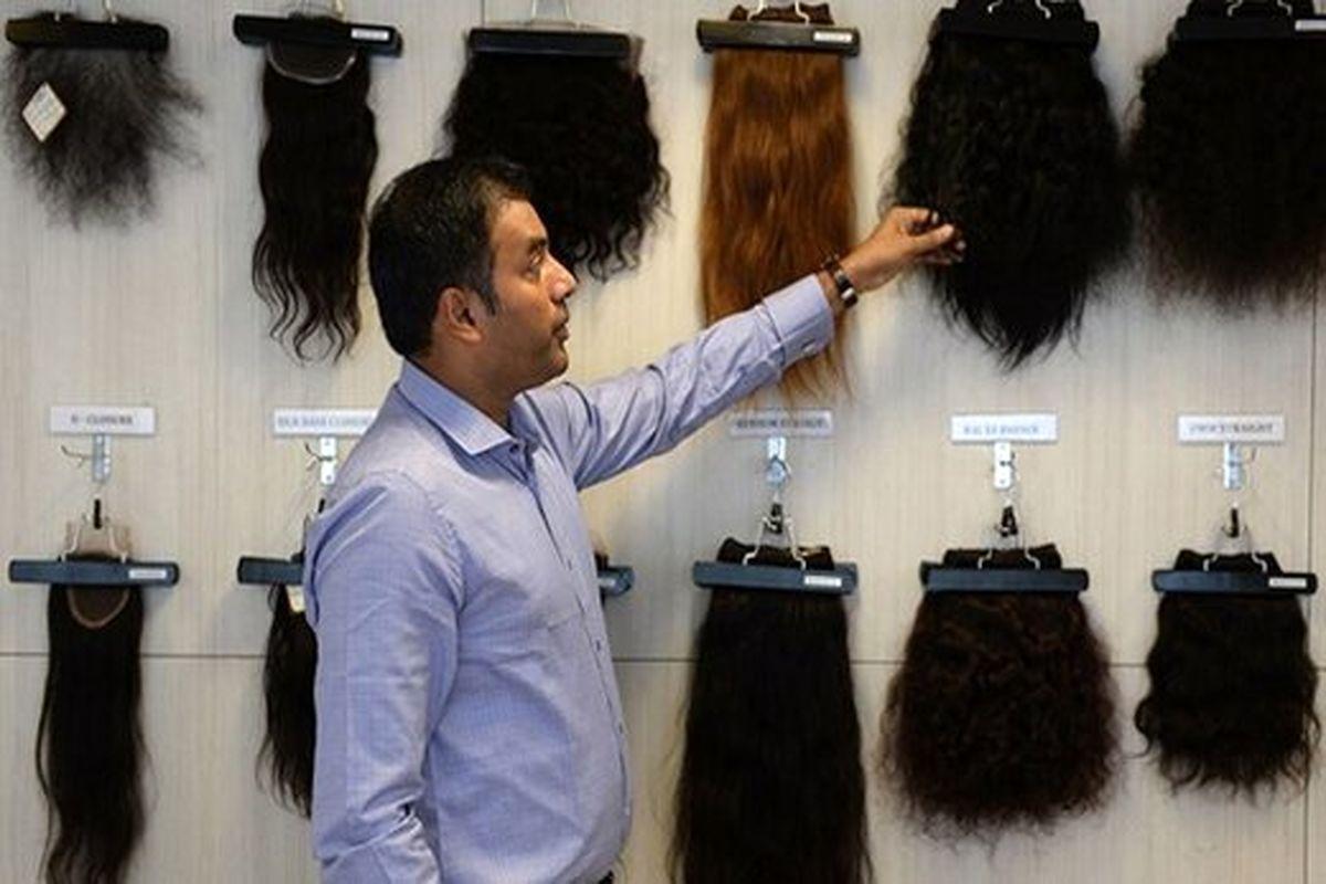 چرا برخی دختران موی خود را میفروشند؟