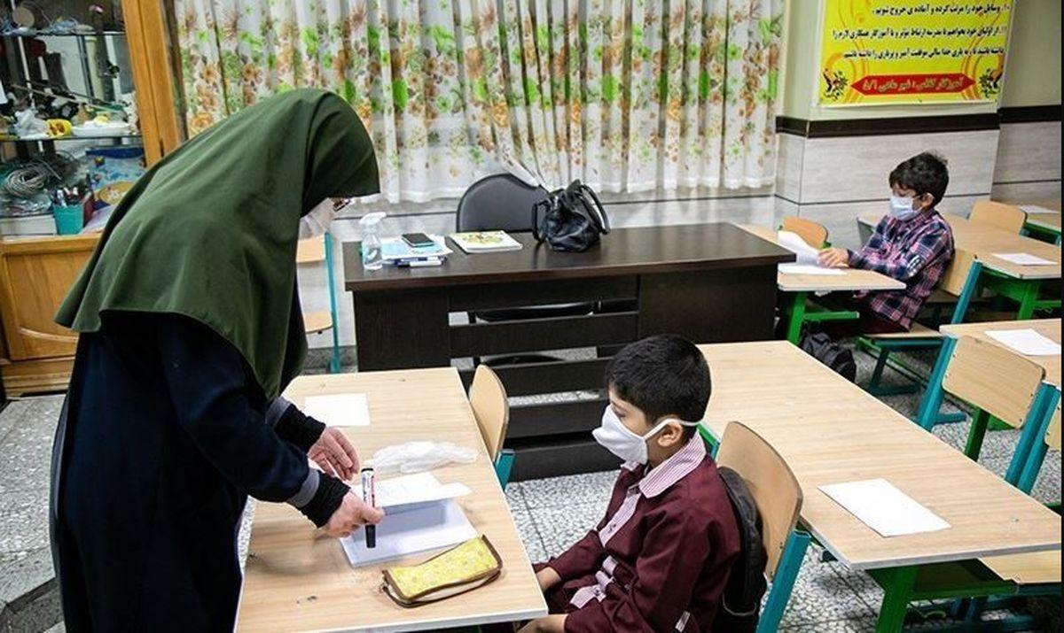 واکسیناسیون فرهنگیان در مهرماه تمام می شود